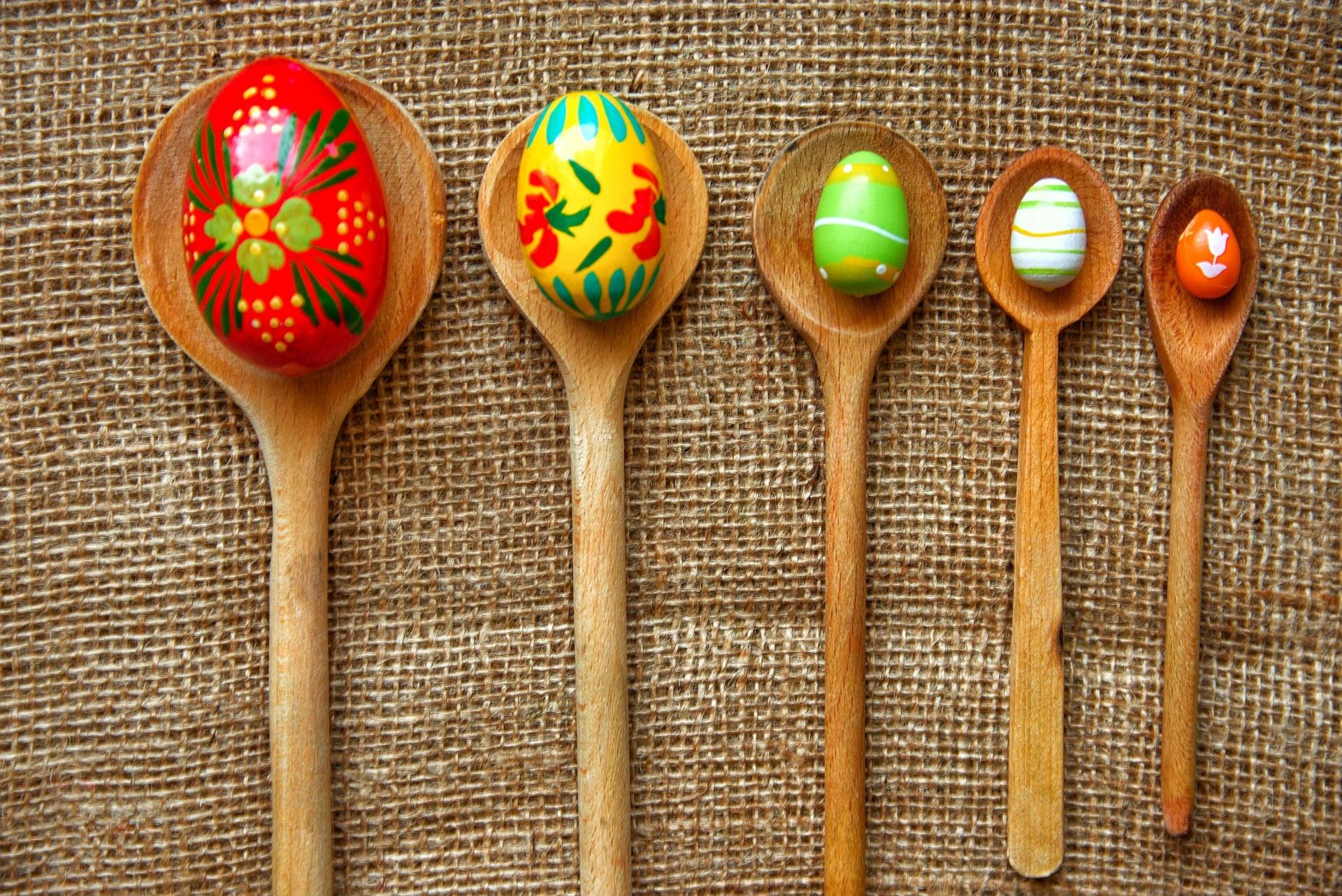 juego de huevo con cuchara